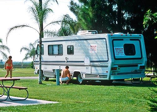 Unser amerikanischer Liner auf einem Stellplatz in Florida.