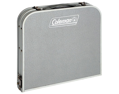 Der Coleman Mini Camping-Tisch für unsere Womotouren, zusammegeklappt zum Köfferchen,