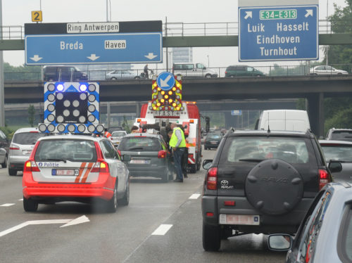 Stau auf dem Autoabahn-Ring Antwerpen