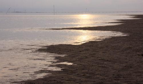 Nordseeflut. Achso: das ist doch so etwas wie ein Strand ein paar Meter weiter.