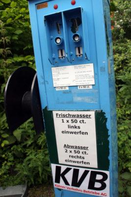 Ver- und Entsorgungsautomat am Womo-Stellplatz Köln-Marsdorf
