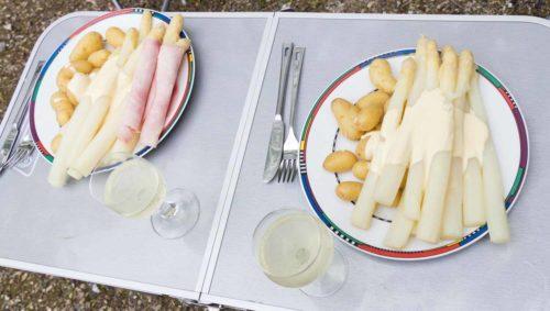 Fertig! Dazu ein Weißburgunder von der Mosel und für die Fleischfresser unter uns ein wenig Hinterschinken