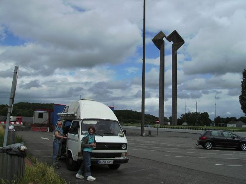 ab hier wird's französisch. Grenze bei Valenciennes.
