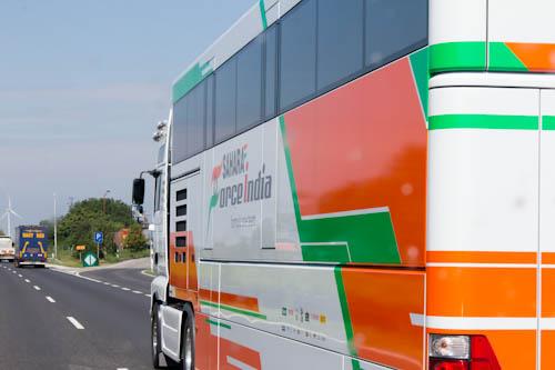 Formel-1-Teams, wo man hinschaute auf der Autobahn.
