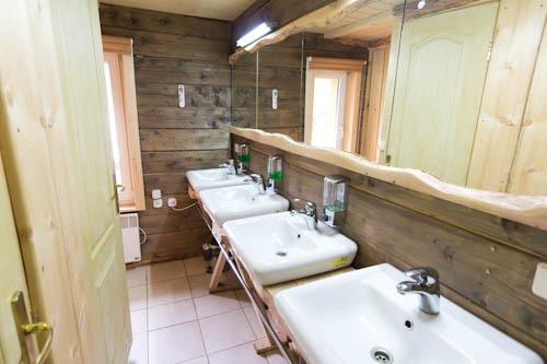 Waschräume im Hostel Truten in Worochta