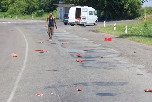 Das gibt Mecker: Eine Ladung Wurstwaren auf der Straße verteilt