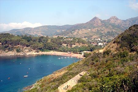 Blick auf die Bucht mit Campingplatz Arrighi