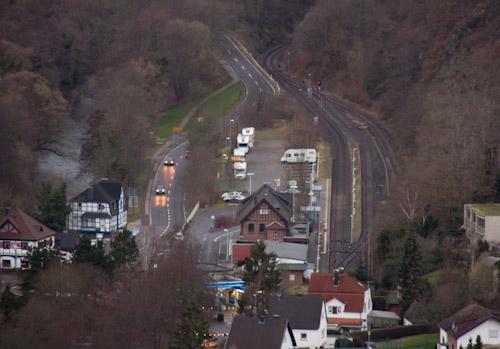 Blick von oben auf Heimbach bzw. den Wohnmobil-Stellplatz
