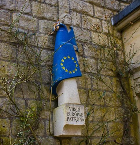 Unsere liebe Frau von Europa als Friedenssymbol.