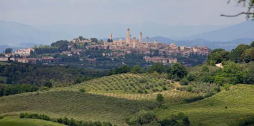 Von Castelsangimignano aus gesehen – das ist eine Mittagspausen-Aussicht, oder?