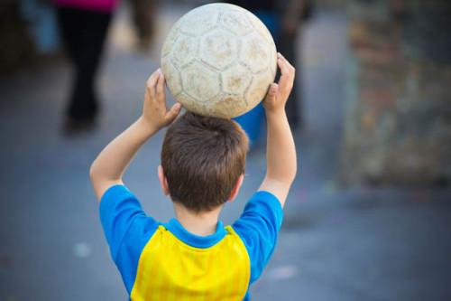 Eins haben wir gelernt; es gibt keine Gelegenheit und keinen Ort, wo kleine italienische Jungs nicht Fußball spielen.