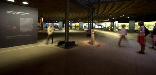 Im unteren Geschoss des Gasometers eine große Ausstellung über Christo und Jeanne-Claudes Lebenswerk. Sehenswert!