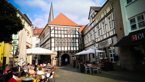 Hattingen und seine überaus schnucklige Altstadt. Wenn die Läden um halb sieben schließen, beginnt das Leben auf der Straße. Fast wie in Italien ;-)