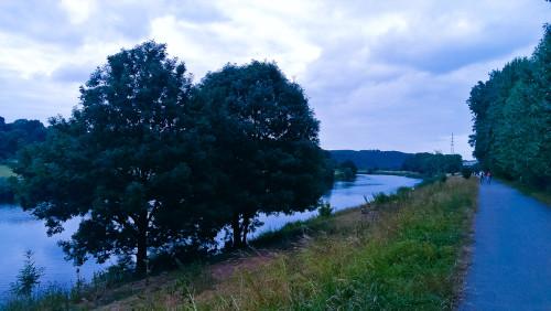 Ein paar Meter vom Stellplatz beginnt der Ruhrtal-Radweg