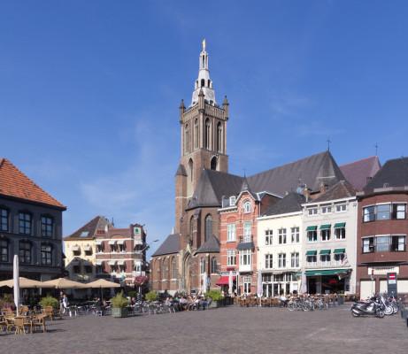 Marktplatz in Roermond, Sonntagmorgen.