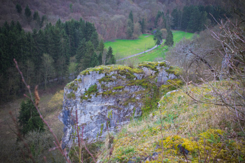 Blick in die Felsenlandschaft + Lesse