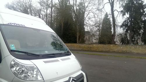 In Hastières finden wir einen ruhigen Platz hinter der Abteikirche