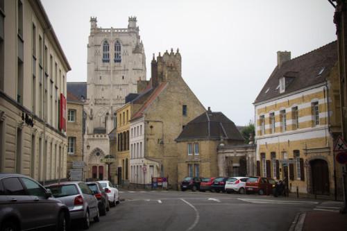 Und ganz unauffällig schleicht sich eine gotische Kathedrale ins Programm.
