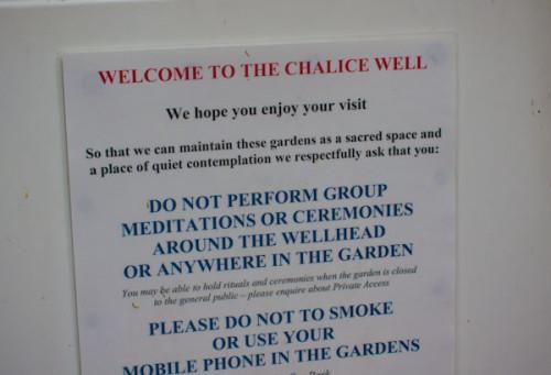 Chalice Well: Keine Gruppenmeditationen bitte!