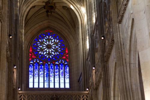 Es gibt sie noch, die modernen Kirchenfenster mit NIveau …dies hier ist aus den 1960ern.