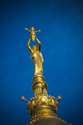 Die Madonna ist fünf Meter hoch, das Jesuskind 1,85 m.