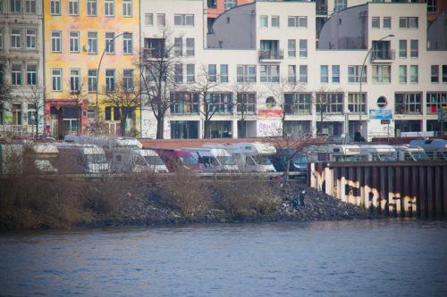 Womo-Stellplatz Hamburg, vom Fährschiff aus gesehen
