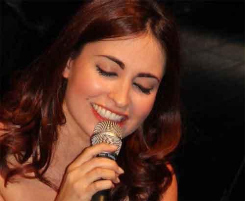 Raquel Peters, unsere ebenso junge wie hübsche Fado - Sängerin