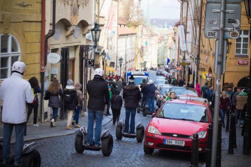 Die Dinger werden wohl langsam zur Pest in der Altstadt, es gibt Diskussionen, sie zu verbannen.