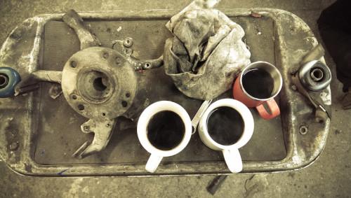 Den Pott Kaffee mit Werkstattflair haben wir uns verdient