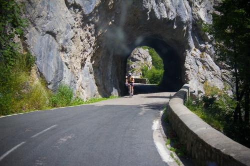 Man muß mittig durchfahren, am Rand sind es unter 2,80 Meter.