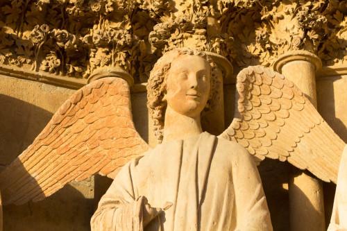 Engel am Eingangsportal
