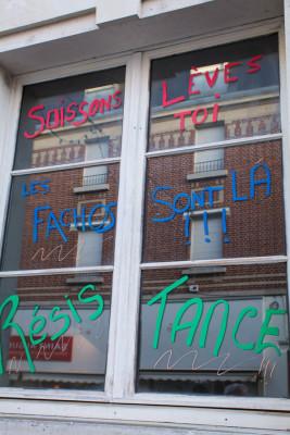 """""""Non au F'Haine"""" heißt das hier, ein Wortspiel mit F-N (Front National) und Haine, dem Wort für Haß."""