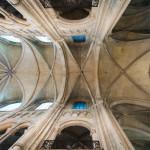 Hier wieder der Altar in der Vierung, also etwas asymmetrisch.