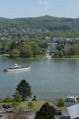 Blick vom Arpmuseum auf Rheinfähre und Siebengebirge