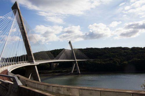 Und die Brücke an sich ist auch schon sehenswert (die ist wirklich so schief, Pösslchen hat sich nicht in die Kurve gelegt!)