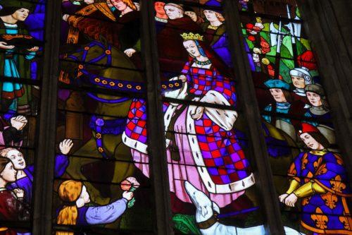 Anne de Bretagne im Kirchenfenster der Kirche Saint-Malo DInan