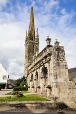 Kirche mit Triumphtor