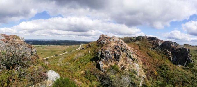 """Drei """"Berge"""" und bretonische Kalvarienberge"""