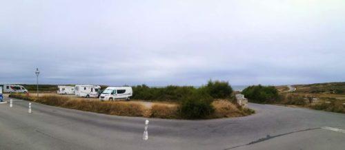 Stellplatz mehr oder weniger direkt am Meer. Die Straße ist noch dazwischen.