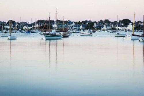 Das letzte Sonnenlicht knapp verpasst – aber die blaue Stunde ist auch ganz ansehnlich, wenn der Hafen überflutet.