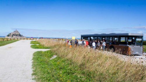 Shuttle-Bus über den Steg
