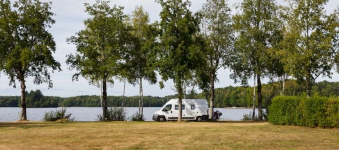 Dordogne-Mäander und Meditationsplatz am See